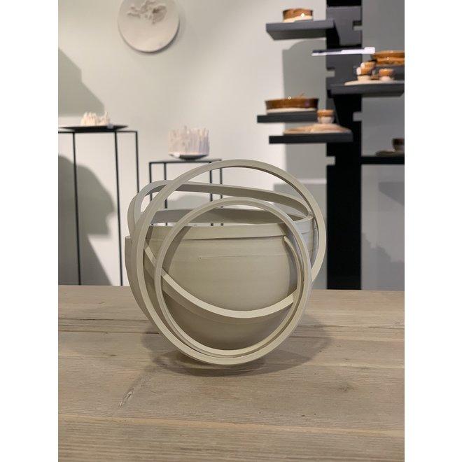 Mijn Twisters zijn een harmonie van contrasten. Elk keramisch werk is uniek, gevormd door ambacht en een staaltje van kunst