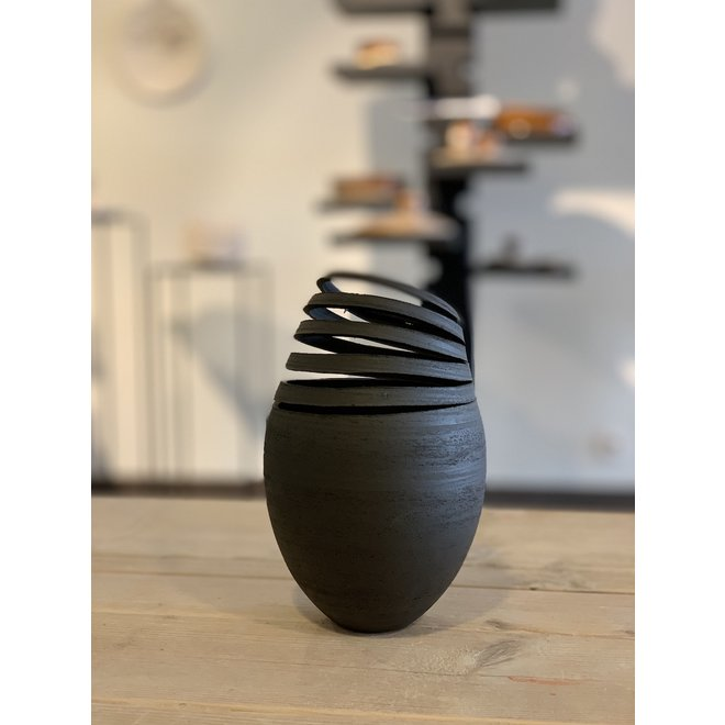 Simple Twister black vase