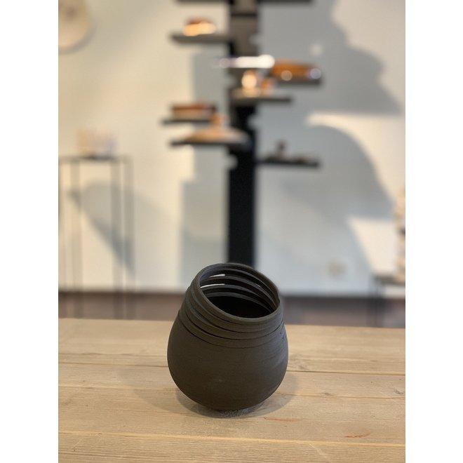 Mijn Twisters zijn een harmonie van contrasten. Elk keramisch werk is uniek, gevormd door ambacht en een staaltje van kunst.