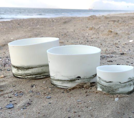 Une vaisselle en porcelaine contemporain faite main rayonne par sa finesse et sa finesse et donne à votre table une sensation unique