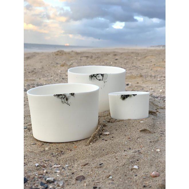 Windlichten in porselein Bonny die men ook gebruikt als kommetjes of potjes voor tapas, nootjes, chips, borrelhapjes