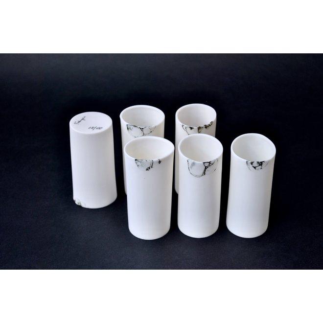 Boissons ensemble avec style avec ce verre à liqueur en porcelaine, qui décore également votre table comme vase
