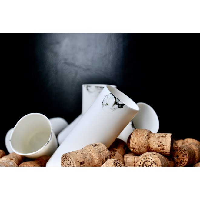Drinks together in style with this porcelain shot glass, that also decorates your table as a vase