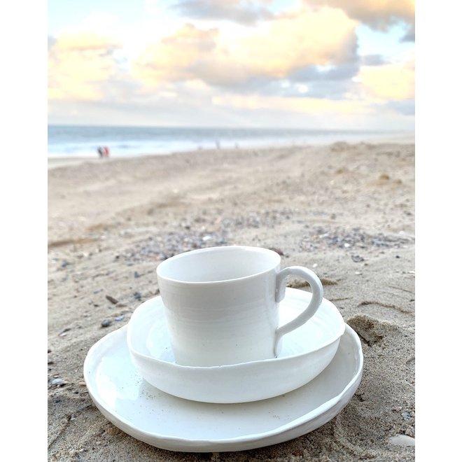 Cadeausetje samengesteld uit één bordje, één schaaltje en één tas van het porseleinen ontbijtservies Fris Wit.