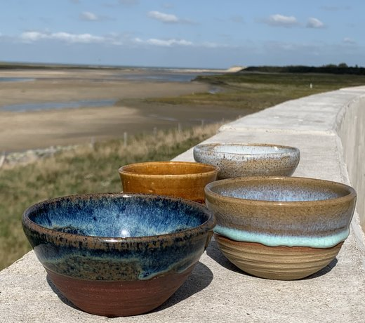 Belgian contemporary handmade ceramic tableware in unique glazes. We make everything for a beautifully set table, both for everyday and festive use.