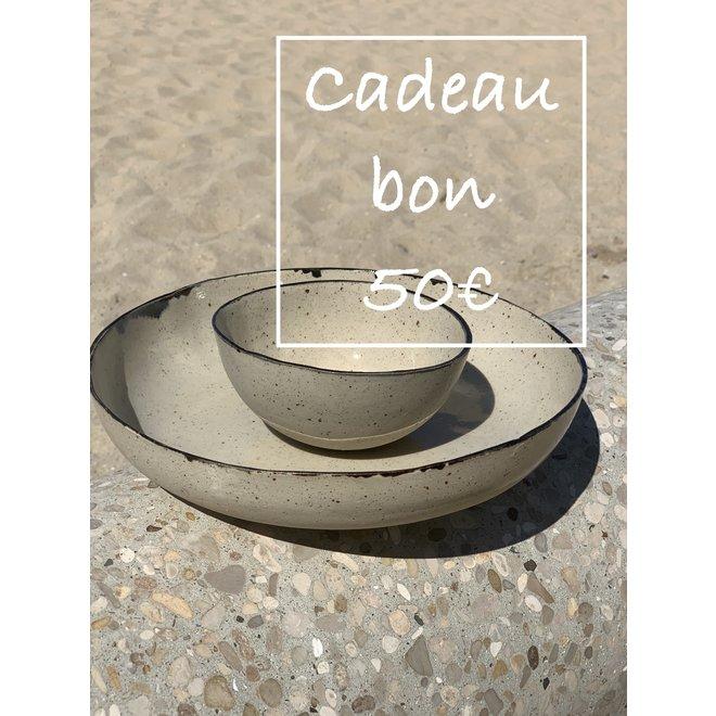 Un bon cadeau pour des céramiques artisanales de 50€ est fabriqué et offert avec beaucoup de passion et d'amour.