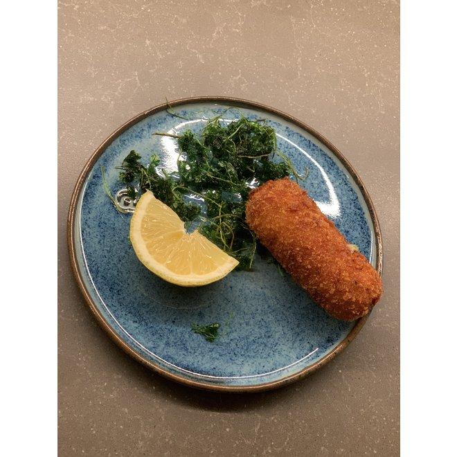 Met de draaischijf handgemaakte bord van Belgische klei met een mooie Floating-Blauw hoogbakkende glazuur.