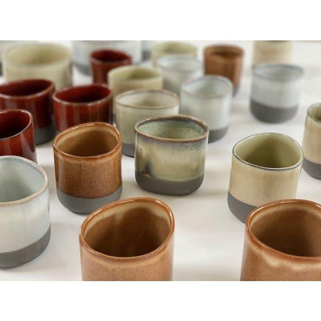 IND!A tasse en argile grise avec une glaçure très raffinée