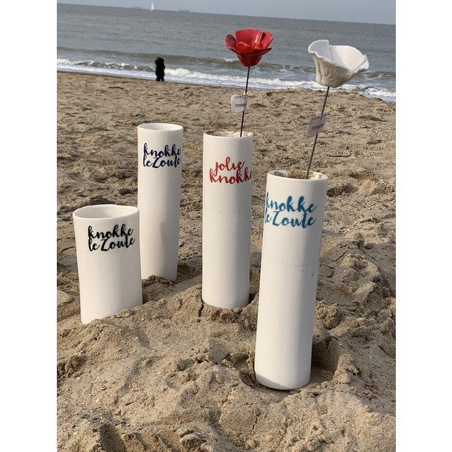 """""""Knokke Le Zoute"""" parlent d'eux-mêmes dans un vase en porcelaine unique en forme de cylinder"""