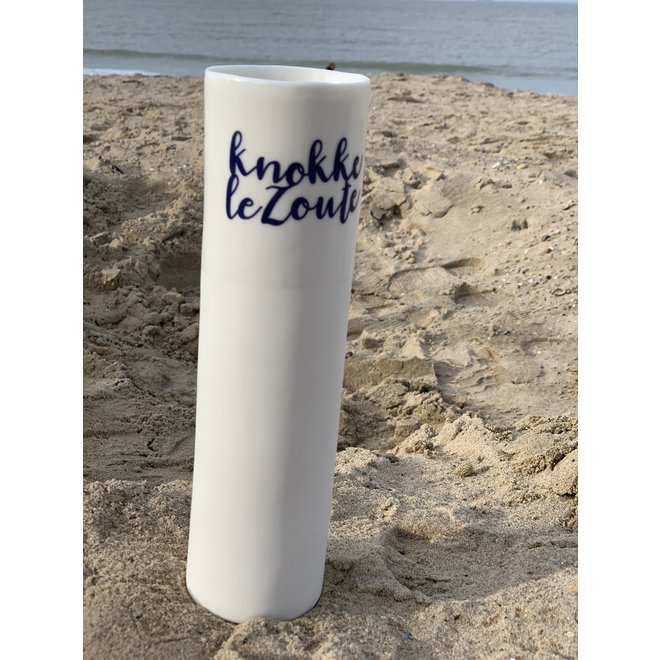"""Knokke Le Zoute"" speak for themselves in a unique porcelain vase in cylinder form"