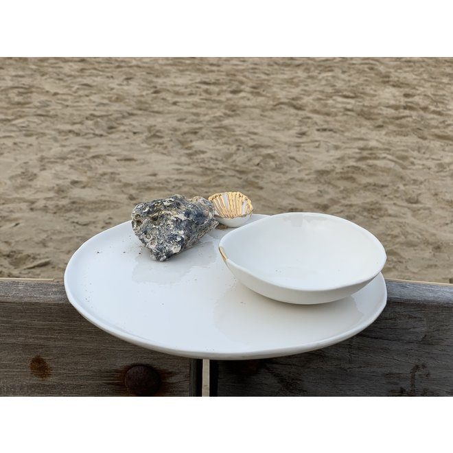Handmade plate in white porcelain with a shiny transparent glaze finished with a golden shell