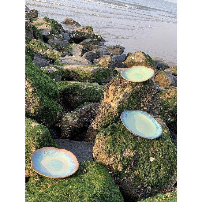"""Handgemaakt keramisch bord Amandine sunset in schelpvorm van de """"Chefs Artisann i-lign"""" zowel voor hedendaags gebruik alsook voor horeca."""