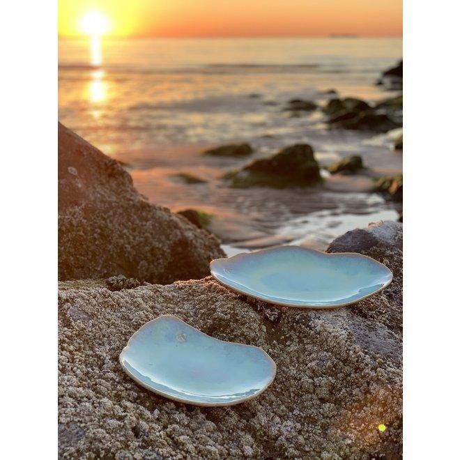 Handgemaakt keramisch bord Couteau Lagune ideaal als visbord of presentatie voor alledaags gebruik als ook voor Horeca