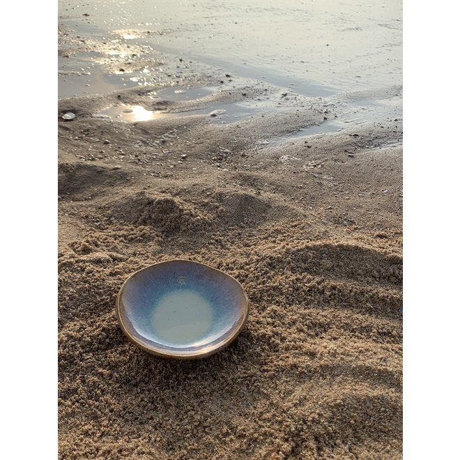 """Scale """"Sunset"""" used for snacks, but also very nice as a saucer of a coffee cup or mug."""