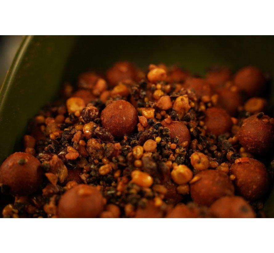 Spicy Temptation 2,5 kg mix(Boilie/ Particle chili mix)