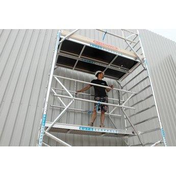 Rolsteiger met enkele voorloopleuning 135 x 250 x 10,2 meter werkhoogte