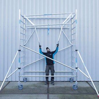 Euroscaffold Rolsteiger met enkele voorloopleuning 135 x 250 x 8,2 meter werkhoogte met lichtgewicht platform