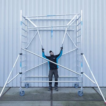 Rolsteiger met dubbele voorloopleuning 135 x 190 x 4,2 meter werkhoogte met lichtgewicht platform