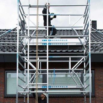 Zonnepanelen lift 10,2 meter werkhoogte