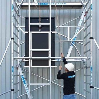 Zonnepanelen lift 12,2 meter werkhoogte