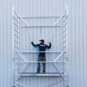 Euroscaffold Steigeraanhanger 250 + Rolsteiger Voorloopleuning Dubbel 135 x 250 x 11,2 meter werkhoogte