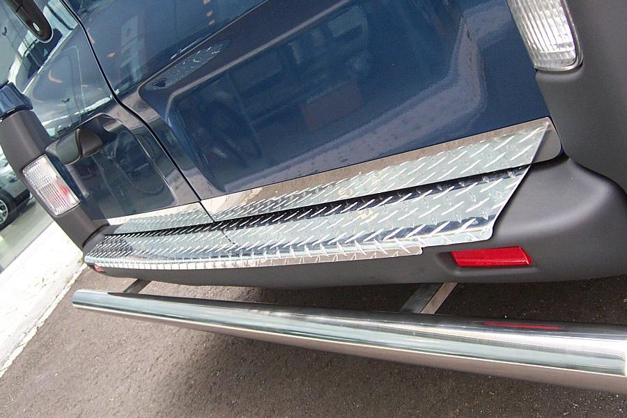 Bumperpaneel aluminium Opel Vivaro tot 2014 uitvoering met luxe grove traan