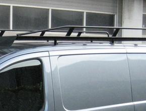 Zwart imperiaal Nissan Primastar L2 H1 uitvoering met achterdeuren inclusief opsteekrol en spoiler