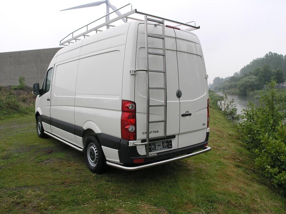 Rearbar RVS geborsteld Volkswagen Crafter vanaf 2006 L3 taxi uitvoering doorlopend tot de aan de wielkast