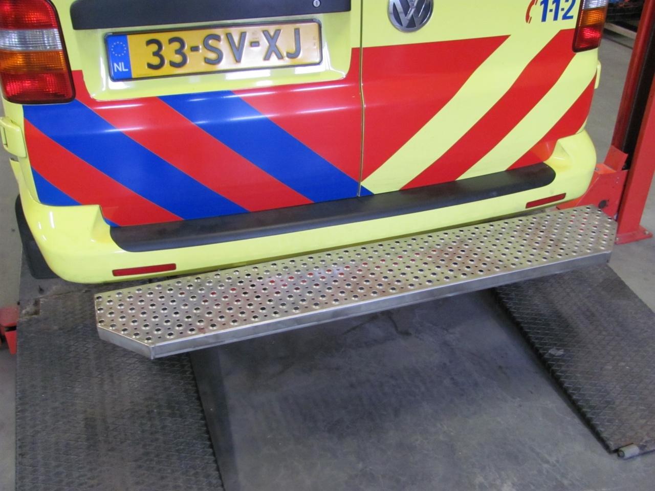 Opstaptrede Volkswagen T6 zonder trekhaak over volle breedte