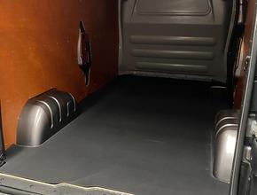 Laadvloeren Rubberen laadvloer mat Renault Trafic vanaf 2014 L2 uitvoering met enkele schuifdeur