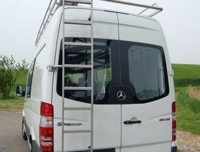 Mercedes RVS ladder °180 op deurscharnier Mercedes Sprinter vanaf 2018 H2 Linkerzijde