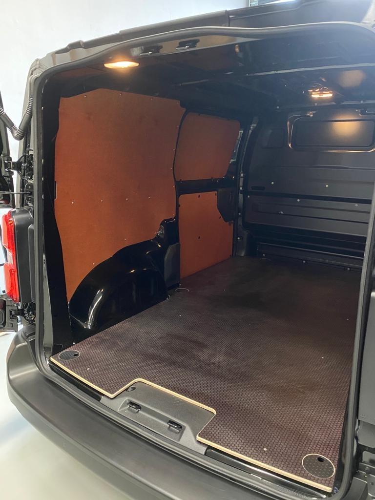 Laadvloer 12mm Opel Vivaro vanaf 2019 L1 met sjorooggaten en deksels - Enkele schuifdeur