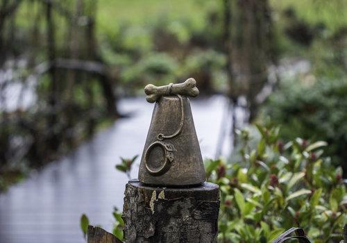 Pet urns for outdoor