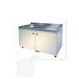 Schrank mit Waschbecken und Türen / Schubladen