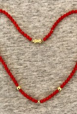 Coral necklace met gouden kraaltjes