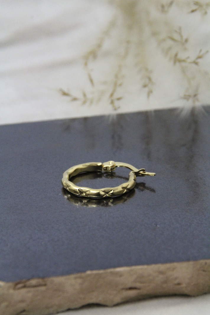Cross Hoop 15MM Gold