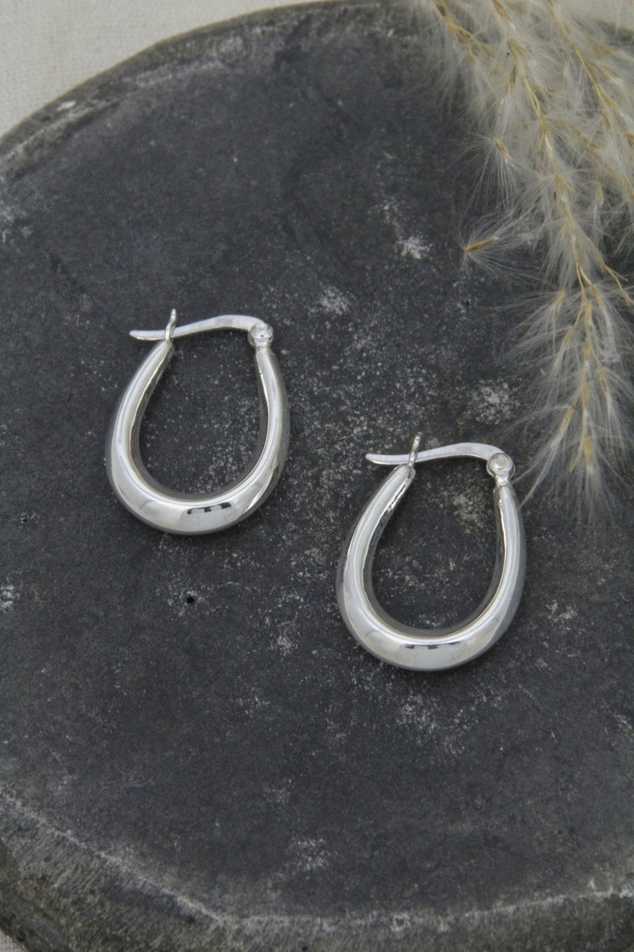 Chunky Oval Hoop Small 25mm