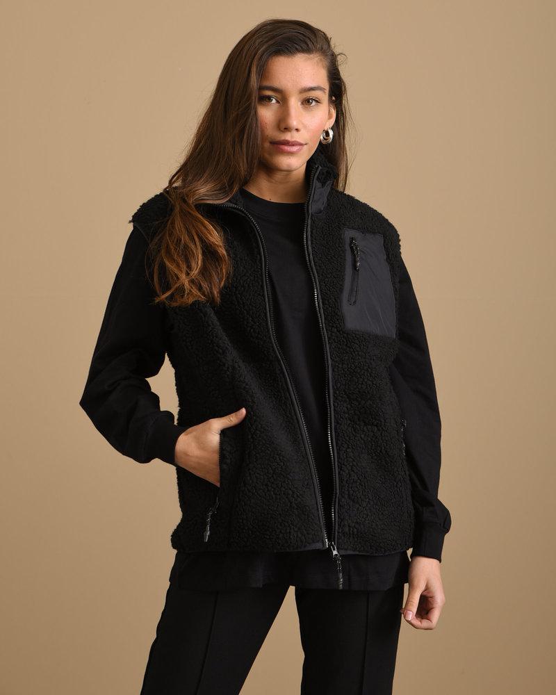 Edd Vest Black
