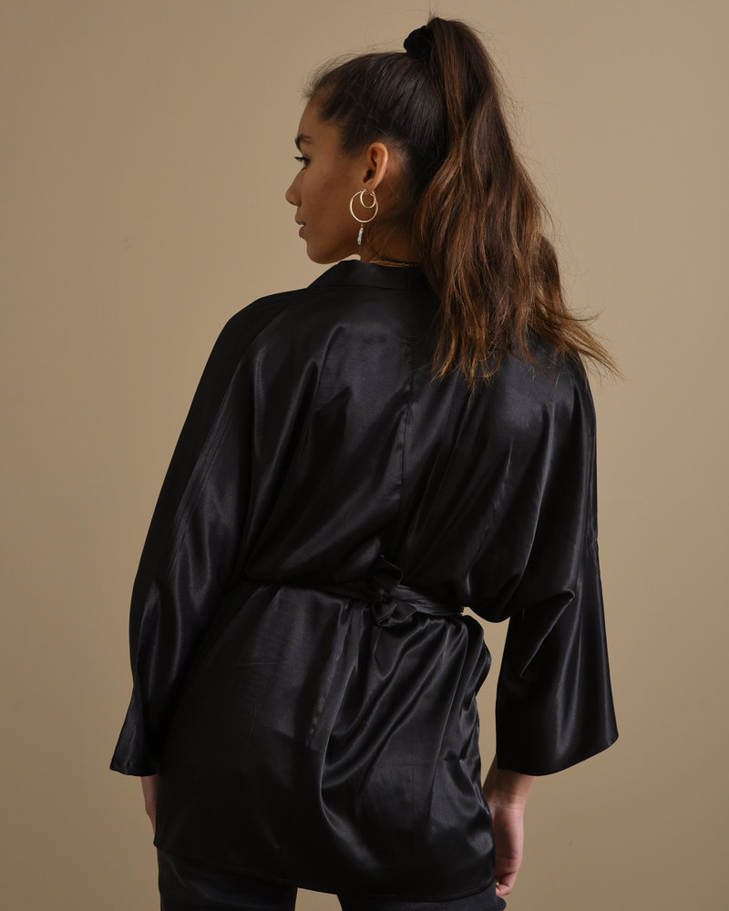 TILTIL Satin Kimono Black