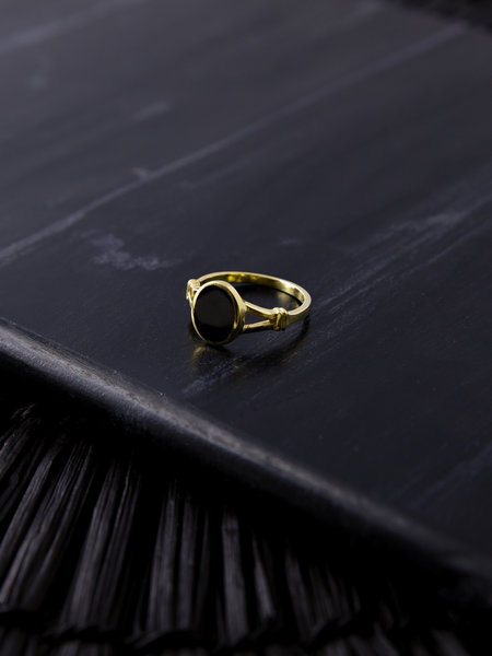 Flawed Black Oval Ring Gold