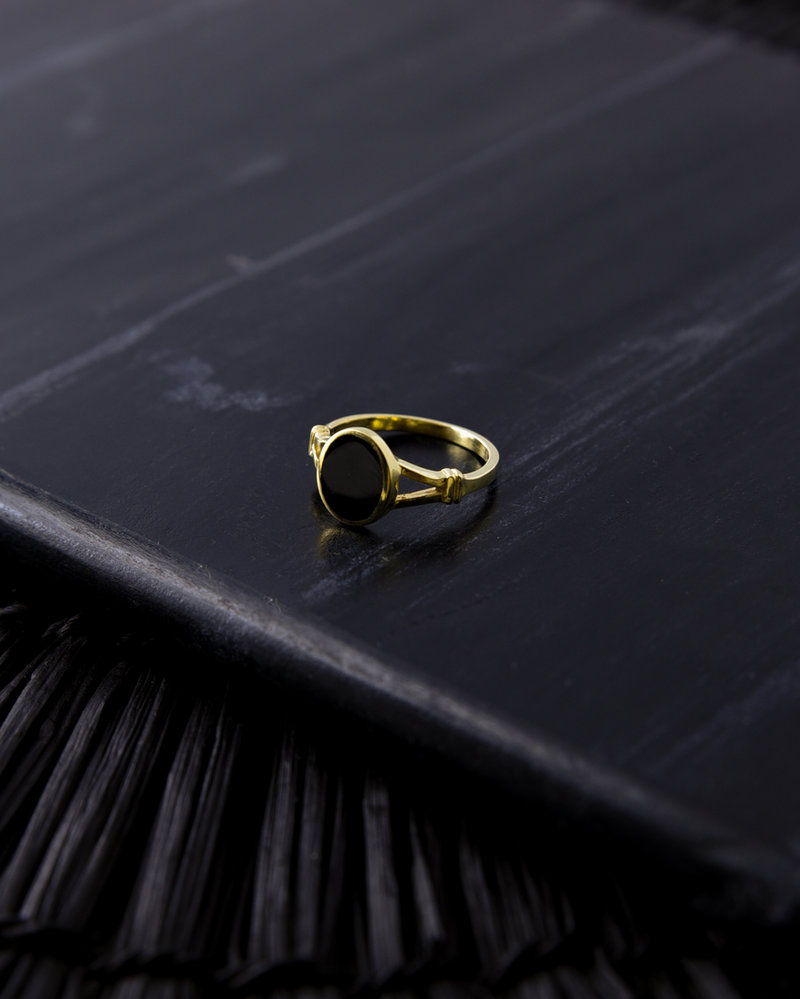 Black Oval Ring Gold