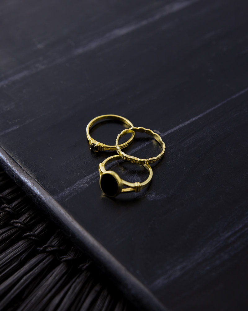 Sculpted Onyx Ring Gold
