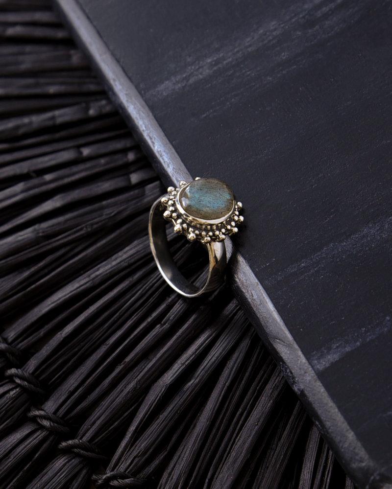 Stone Ring Grey Dots