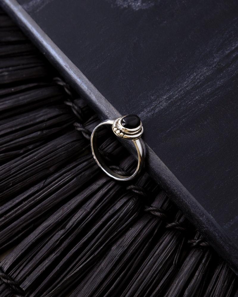 Stone Ring Black Silver Dots