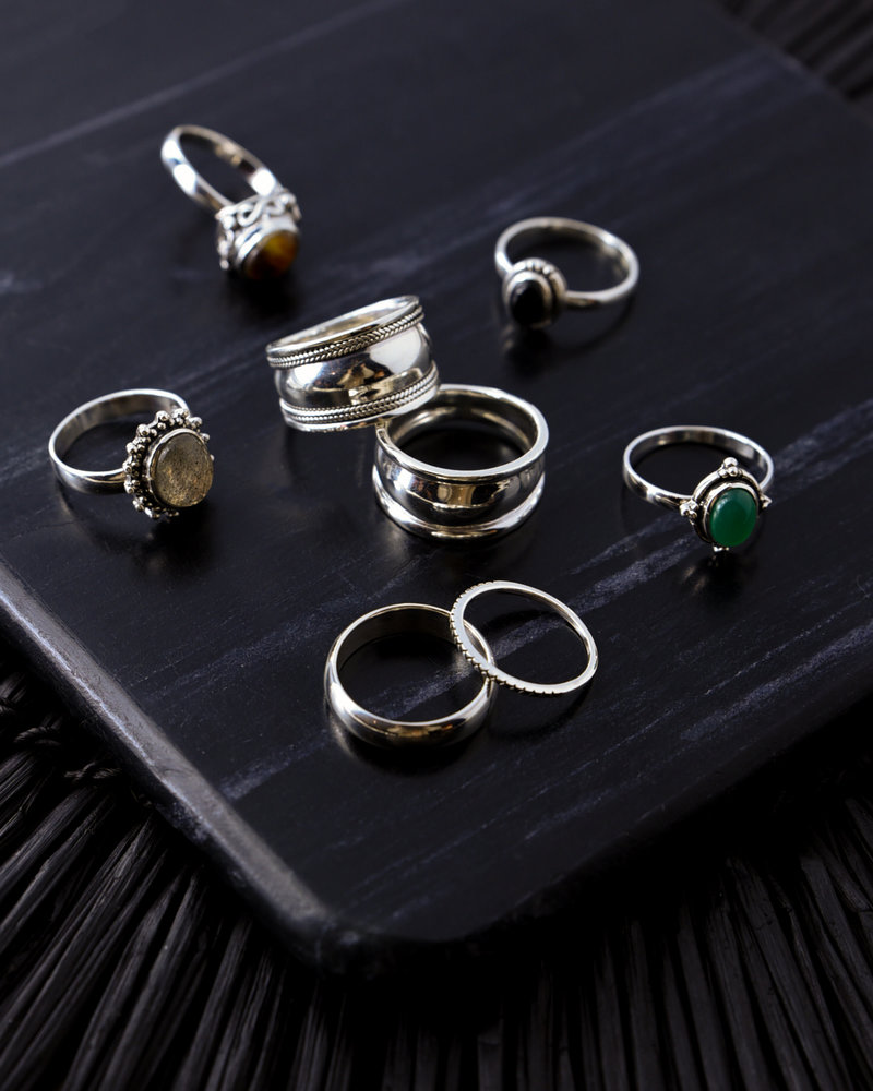 Stone Ring Black Three Dots