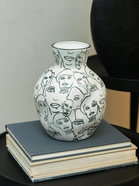 Vase White Faces