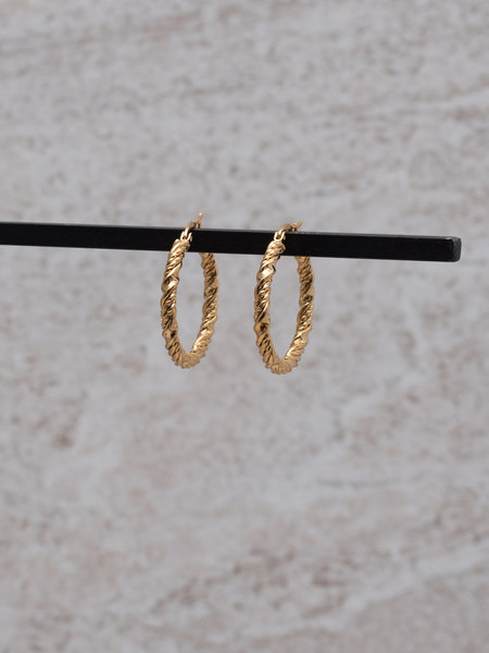 Let's Twist Again Hoop 25MM Gold
