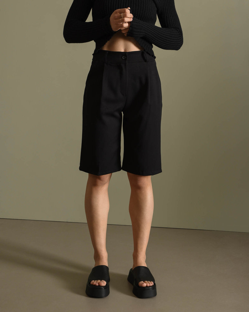 TILTIL Lois Bermuda Short Black