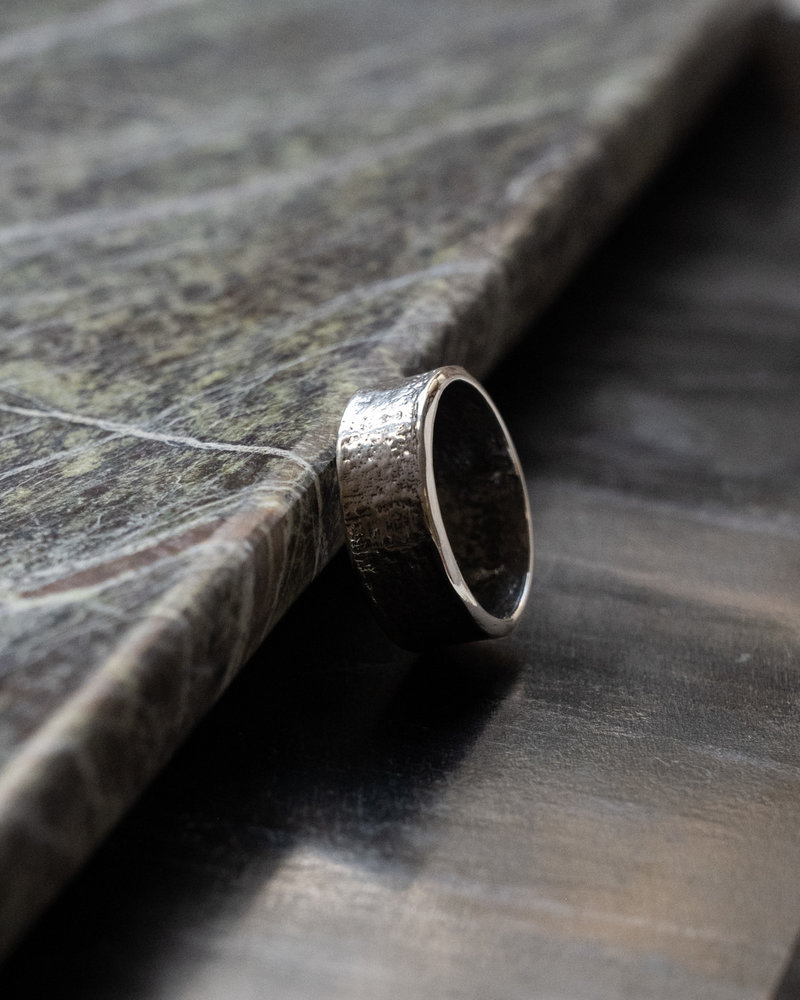 Big Hammered Ring Silver