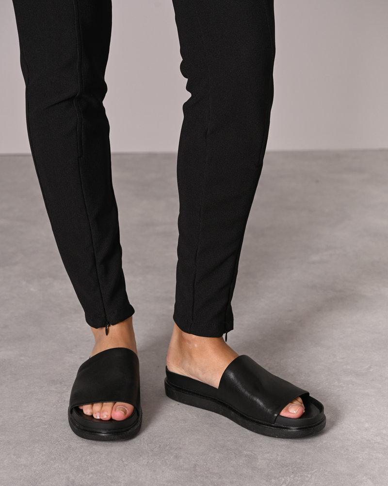 Sallie HW Front Detail Legging Black